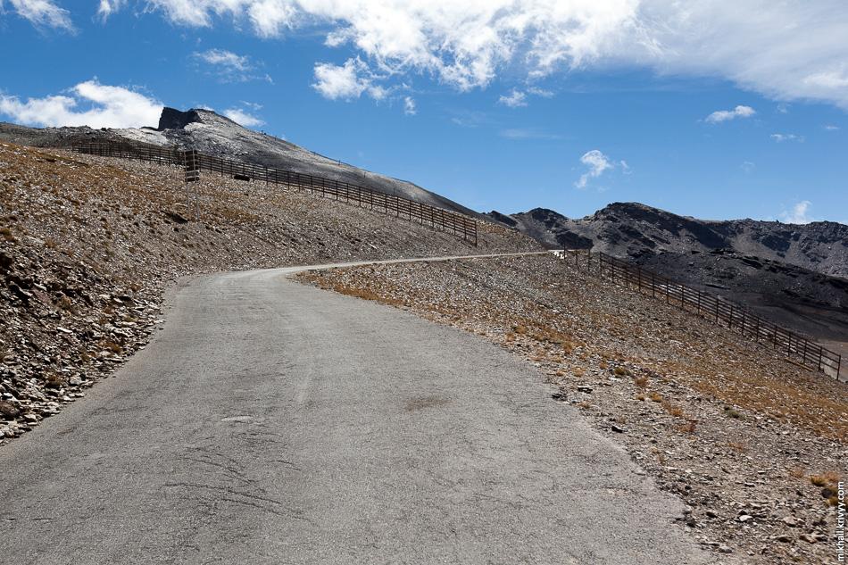 Ведь вот он, пик Велета, совсем рядом. И только GPS предательски показывает, что предстоит подняться еще на 700 метров.