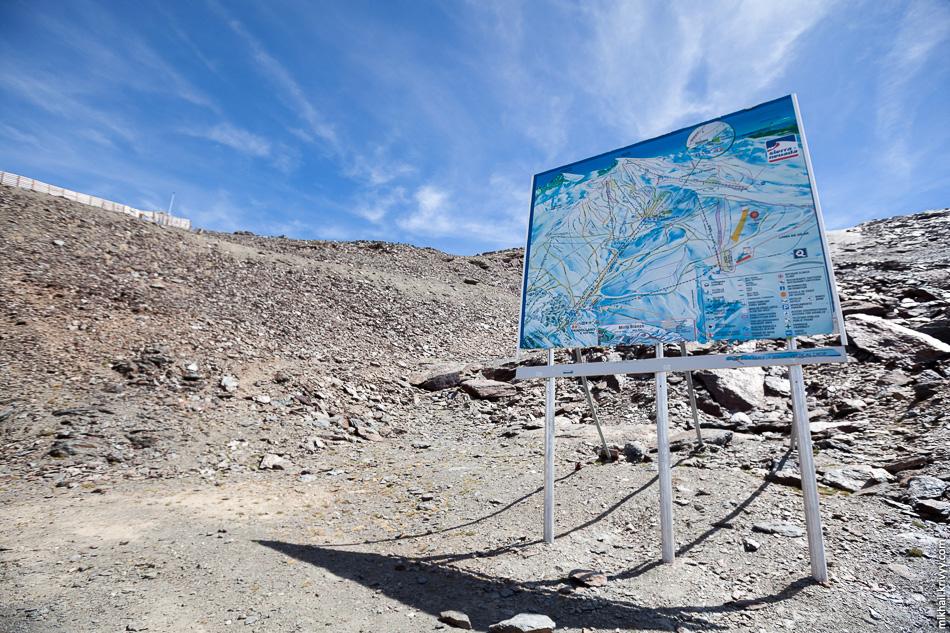 Схема горнолыжных трасс. Около нее был чекпоинт марафонцев.