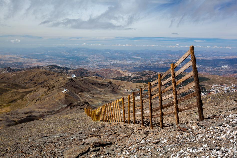 В сторону Гранады и курортного поселка Прадольяно (Pradollano) открывался отличный вид.