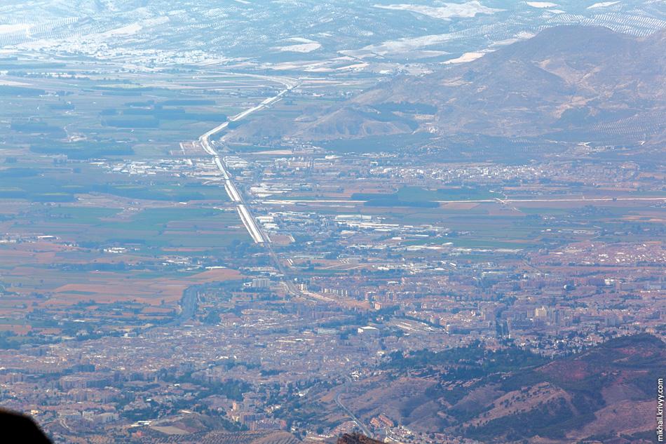 Гранада и строящаяся высокоскоростная железная дорога Севилья - Антекера - Гранада.