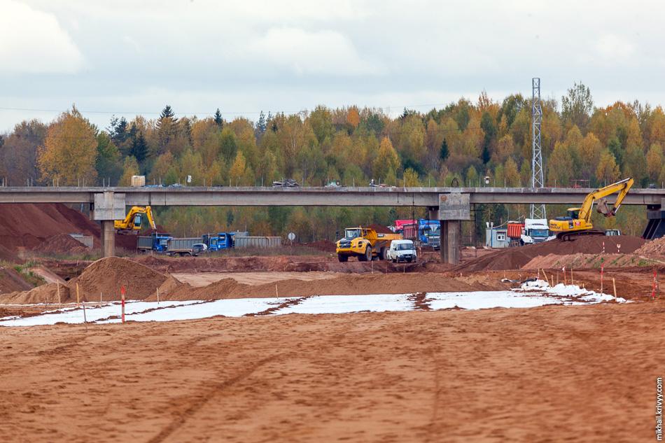 Посмотрим в обратную сторону, в сторону путепровода на пересечении с автодорогой Новоселицы - Папоротно.