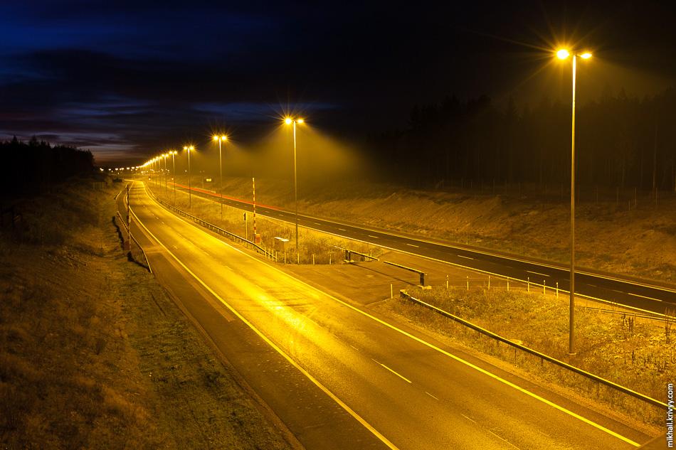 Отдельно стоит отметить освещение. Теплый ламповый свет без светодиодов.