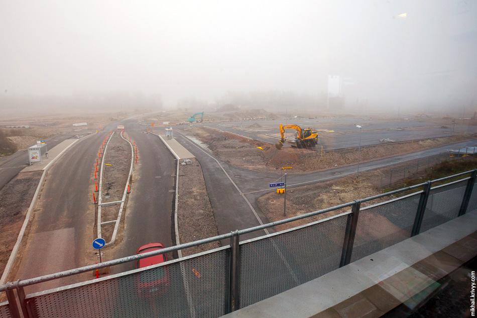 Строительство перехватывающей парковки на станции Vehkala. Совсем рядом с этим местом пересекаются автомагистрали E18 (участок Турку - Хельсинки - Санкт-Петербург) и E12 (участок Хельсинки - Тампере).