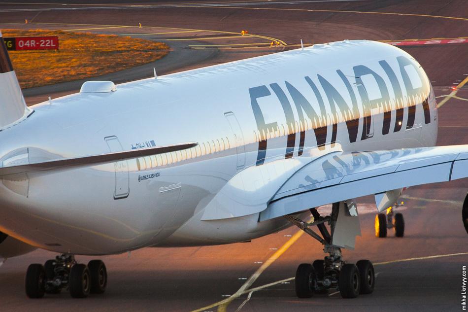 Посмотрите на идеально ровное отражение на крыле. Специальная покраска подчеркивает идеальную ровность фюзеляжа.