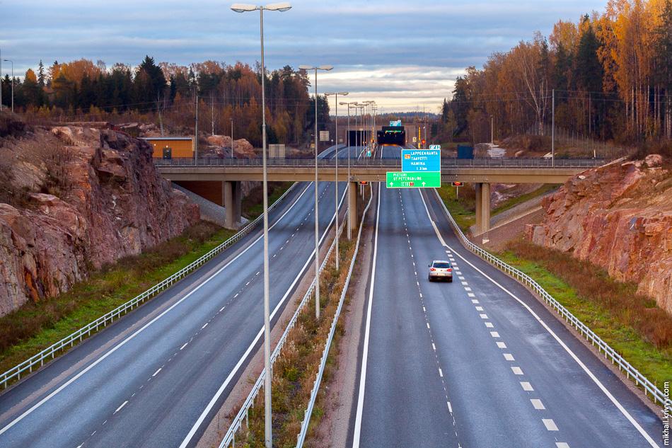 Дорога в выемке, это не только гранит на строительство, но и защита от шума.