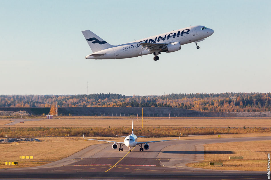 Finnair Airbus A319 (OH-LVG) и Airbus A321 (OH-LZI).