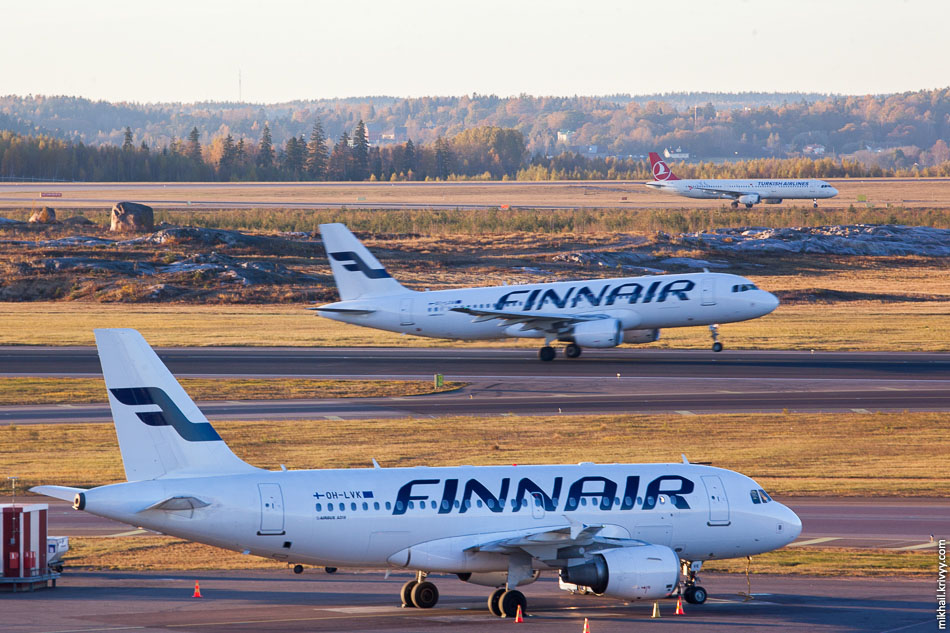 Finnair, Airbus A319, OH-LVK; Finnair, Airbus A320, OH-LXA; Turkish Airlines, Airbus A321, TC-JRN.
