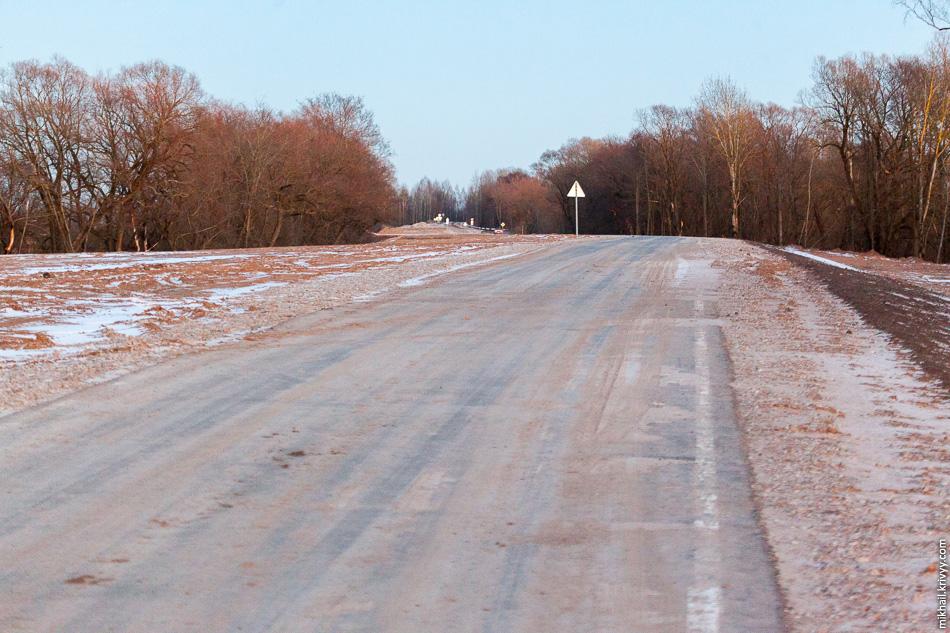 Разметка, по большей части, уже отвалилась. Прошло две недели и по этой дороге практически никто не ездит.
