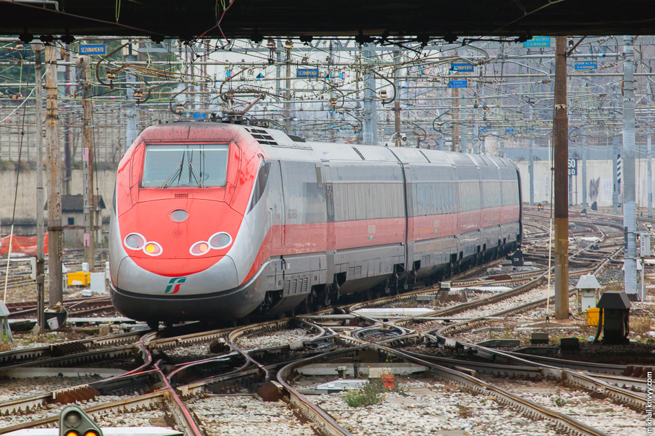 Электропоезд ETR 500 02 «Frecciarossa». Станция Milano Porta Garibaldi.