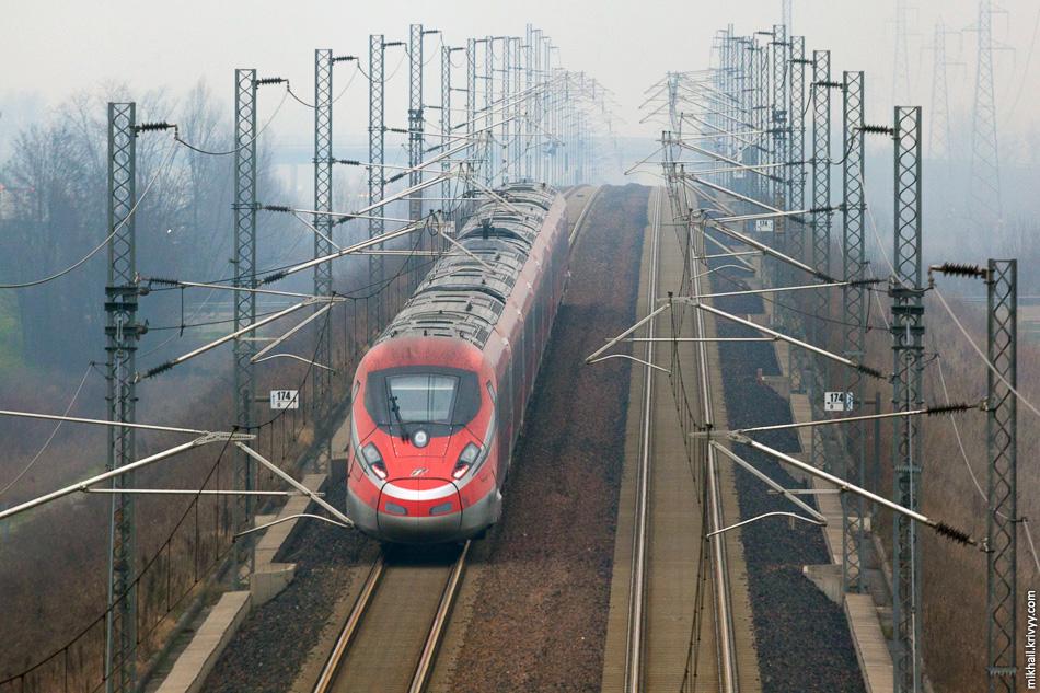 Электропоезд ETR 400 06 «Frecciarossa 1000». Высокоскоростная железная дорога Милан - Болонья.