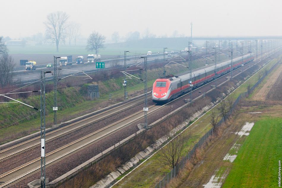 Линия Милан - Болонья почти целиком идет вдоль автострады A1 (Autostrada del Sole).