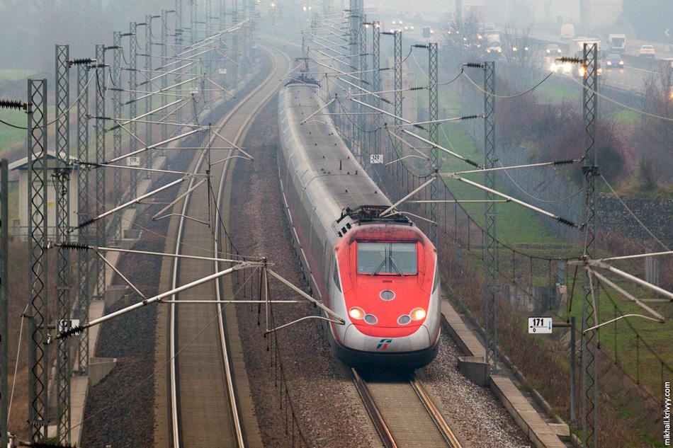 Электропоезд ETR 500 «Frecciarossa». Высокоскоростная железная дорога Милан - Болонья.