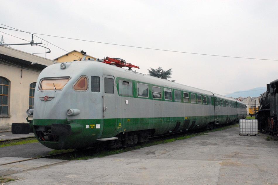 Электропоезд ETR200. У итальянцев всегда было специфическое отношение к внешнему виду поездов.