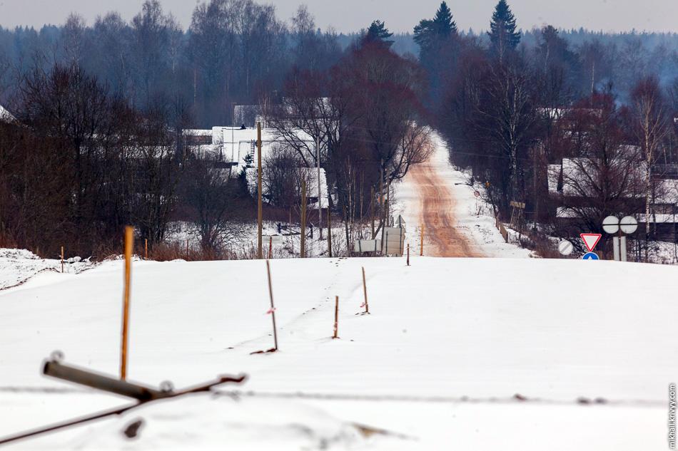 Вид с этого же путепровода в сторону деревни Мытно.