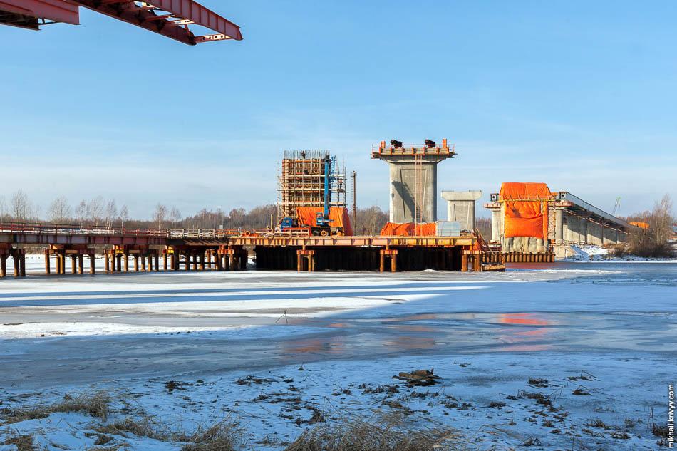 Русло реки Волхов. Опора №11. Это последняя недостроенная опора моста.