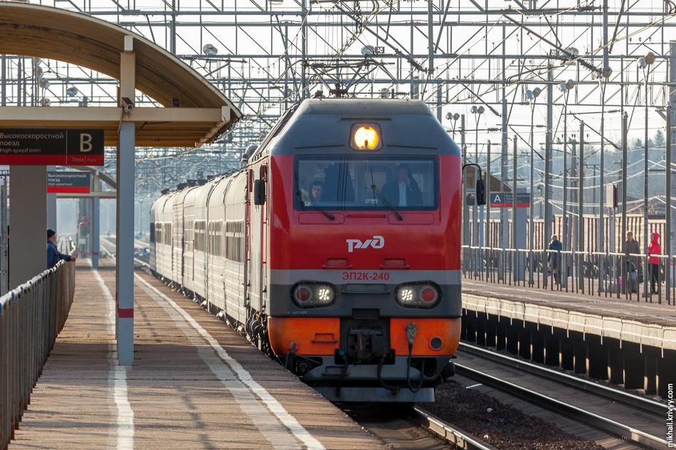 С пассажирской платформы, как с места обслуживания пассажиров для использования в личных целях снимать можно без каких-либо разрешений.