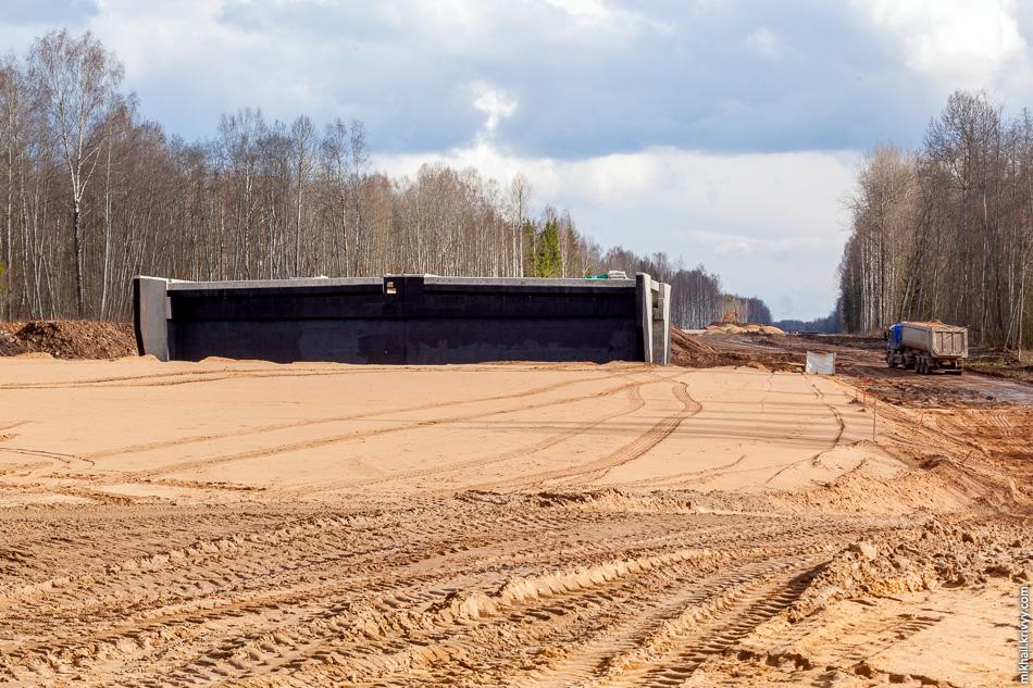 6. Типовой путепровод на км 544,6. Большая часть таких путепроводов выполняют комбинированную функцию — водопропускное сооружение, проход для диких животных, проезд для лесозаготовительной техники.