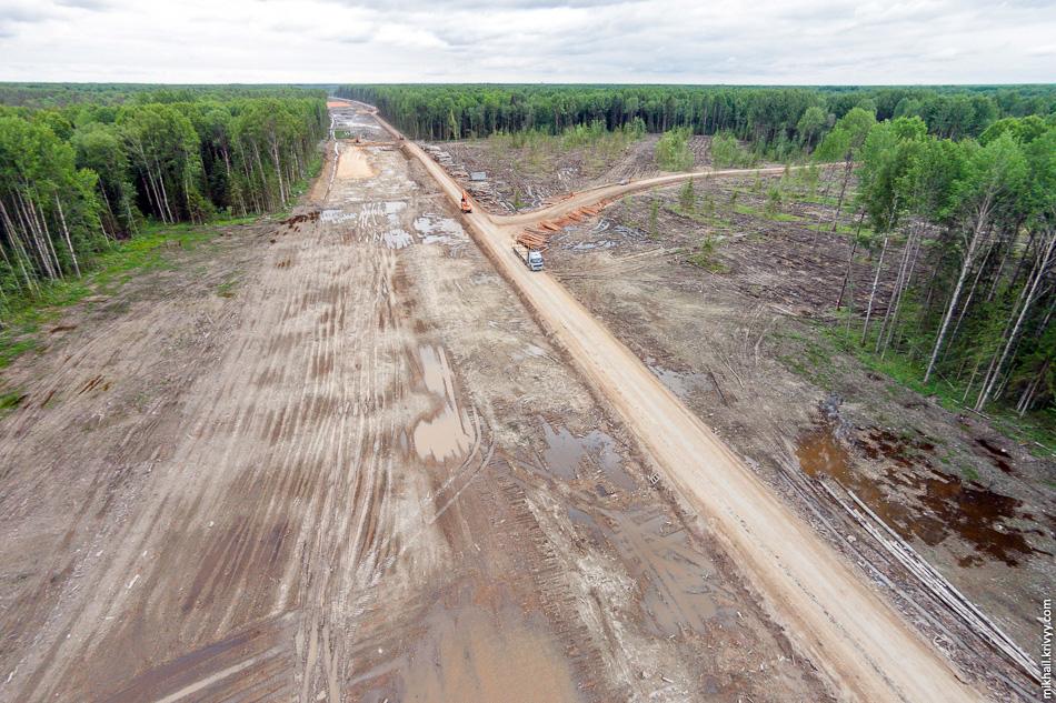 Здесь перекресток. Зачем-то построили дорогу к урочищу Ольховка. Сейчас оттуда возят лес, возможно будет разработан карьер.
