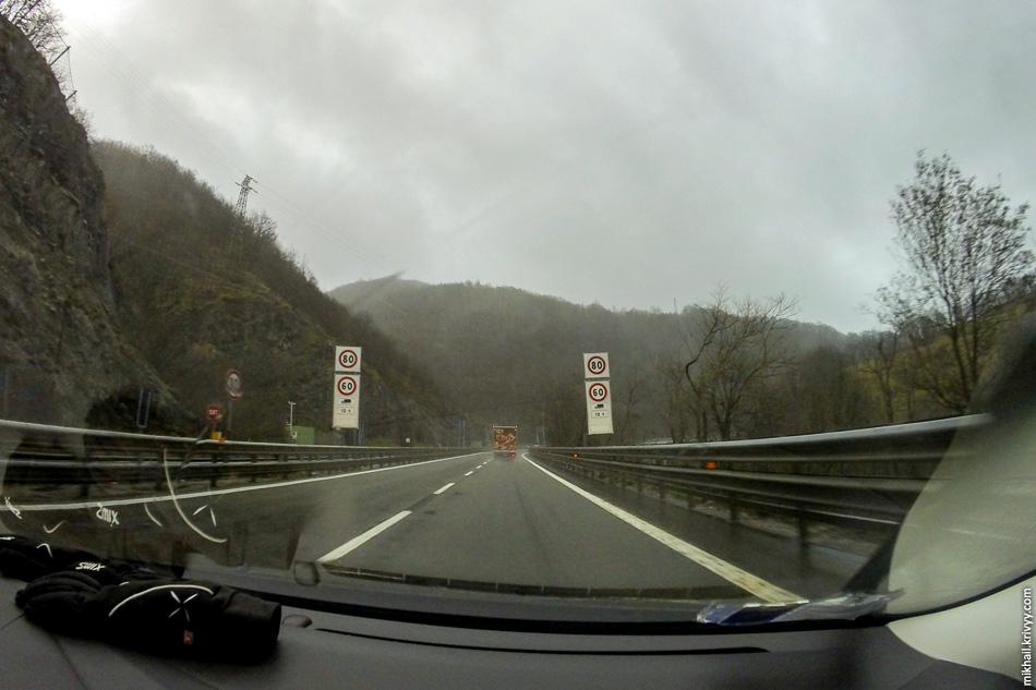 Горный участок автомагистрали A7 Милан - Генуя.