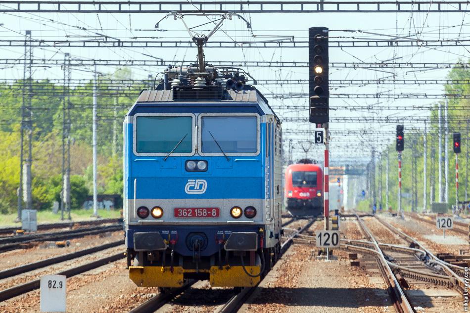 На выходе, в Бржецлаве, пятая смена электровоза, в этот раз на австрийский ÖBB 1116 131 (Siemens Taurus)