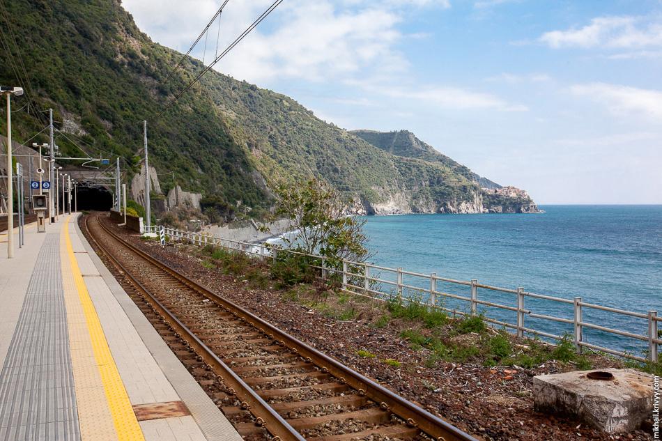 Вид со станции Корнилья назад, в сторону Манаролы и Риомаджоре.