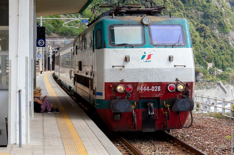 По этому из Маноролы в Корнилью мы поехали поездом.