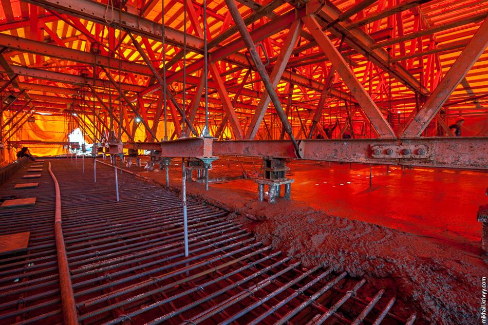 Агрегат непрерывного бетонирования предназначен для ухода за бетоном — защиты от дождя, прямых солнечных лучей и холода.