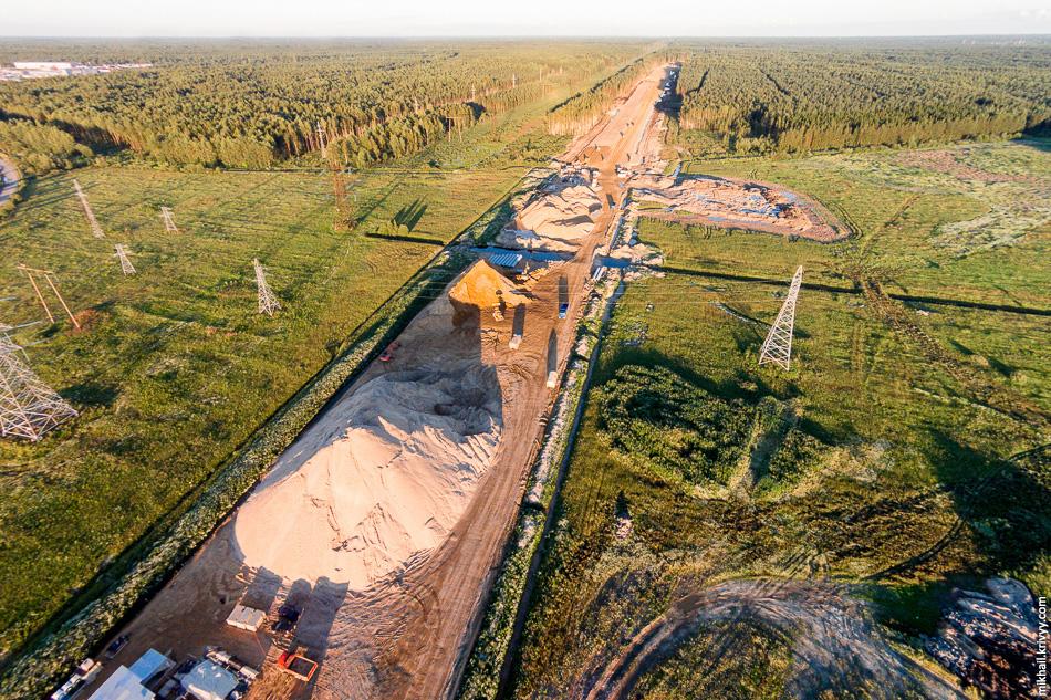 Пересечение с автодорогой на ЛПДС «Красный Бор». Вид в сторону Москвы.