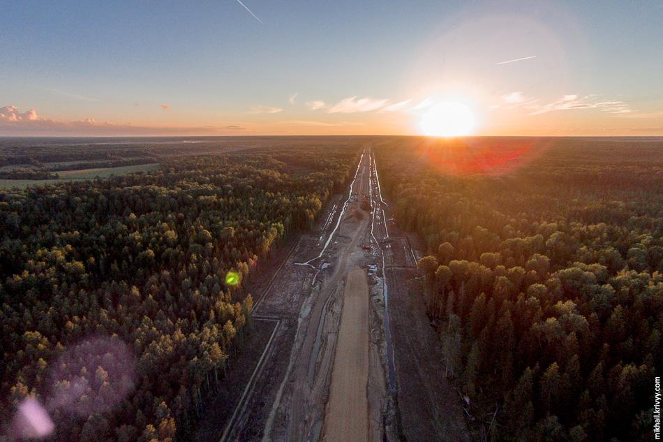 Пересечения с автодорогой Ушаки - Новолисино. Вид в сторону Санкт-Петербурга.