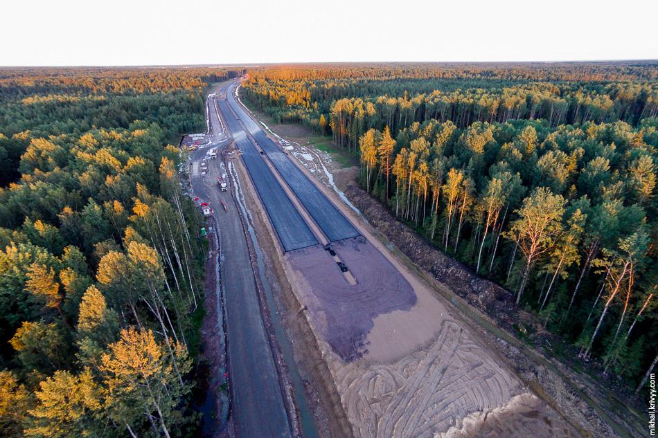 Пересечения с автодорогой Ушаки - Новолисино. Начали укладку асфальта.