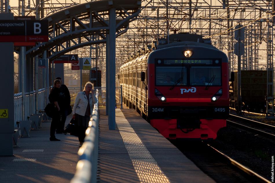 Сейчас эта электричка через день ходит из Санкт-Петербурга то в Великий Новгород, то в Малую Вишеру