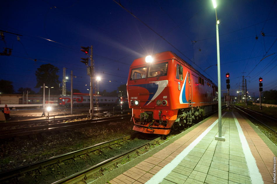 Мой поезд пойдет по неэлектрифицированному пути. Электровоз меняют на тепловоз.