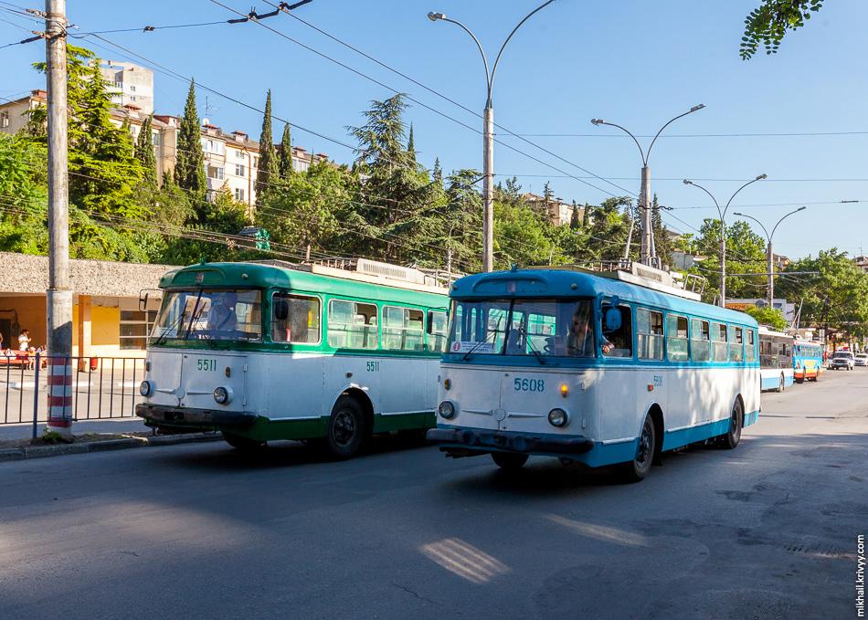Троллейбусы Skoda 9Tr в Ялте. Такие троллейбусы до сих пор составляют значительную часть парка в Ялте и Алуште.