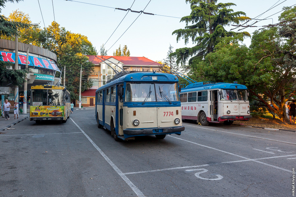 Škoda 15Tr №810, Škoda 9Tr 774, Škoda 15Tr 7012. Троллейбусная станция, Алушта.