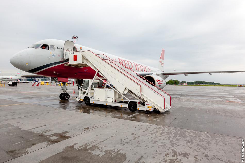 """Ту-204 авиакомпании """"Red Wings"""" в Пулково. RA-64049."""