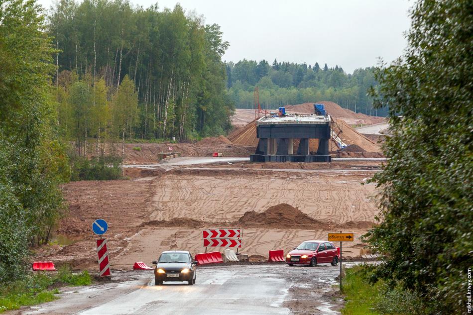 3. Вид на этот же путепровод с дороги Окуловка - Крестцы.