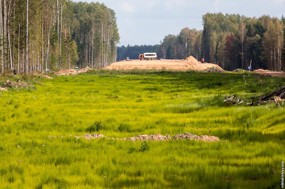 13. Из-за болот и нехватки песка этот участок находится в наименьшей степени готовности. 521 км.