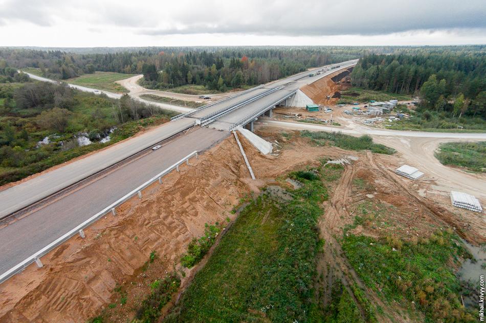 Пересечение автомагистрали М11 с автодорогой Валдай — Угловка.