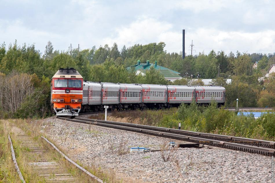 Пригородный поезд Микунь - Сыктывкар состоит только из московских вагонов. На узловой станции Микунь их отцепляют от поезда Москва - Воркута и прицепляют к виртуальному безвагонному поезду Микунь - Сыктывкар.