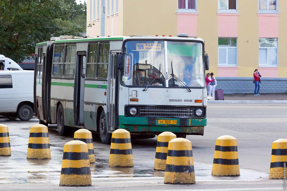 Ikarus 280 1997 года выпуска. Привокзальная площадь.