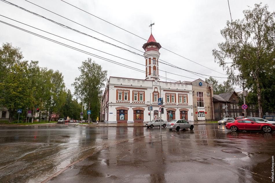 Пожарная каланча. 1907 год. Каланча является частью здания главного управления МЧС России по Республике Коми.