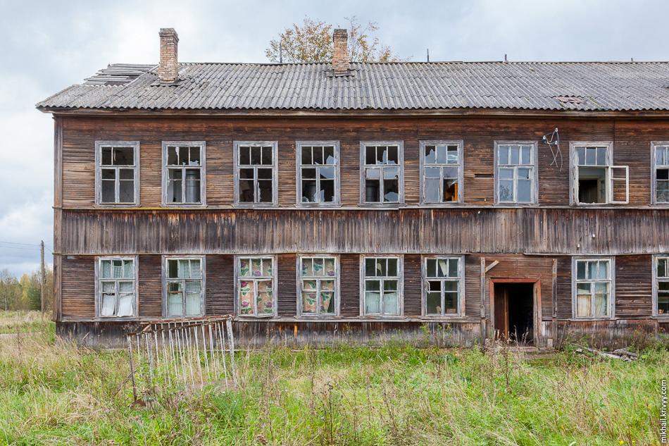 9. Заброшенное жилое здание. Построено уже после закрытия шахт.