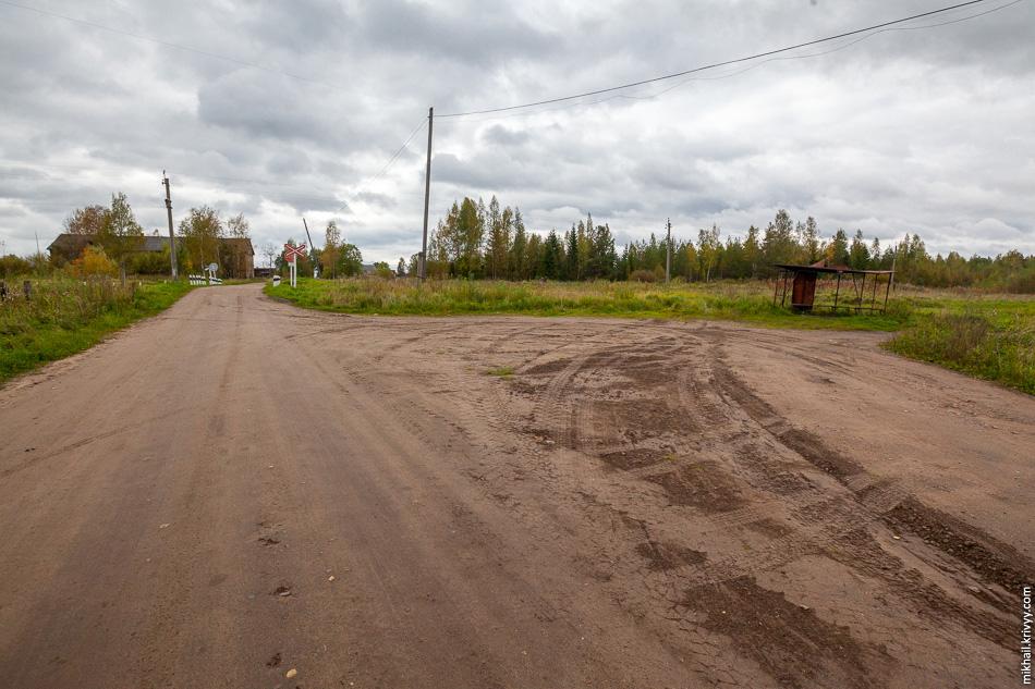 2. Конечная остановка, автобус дальше не идет. Дальше по дороге еще 1.5 км села Комарово и потом еще 6 км до деревень Новинка, Токарёво и Хвощевик.