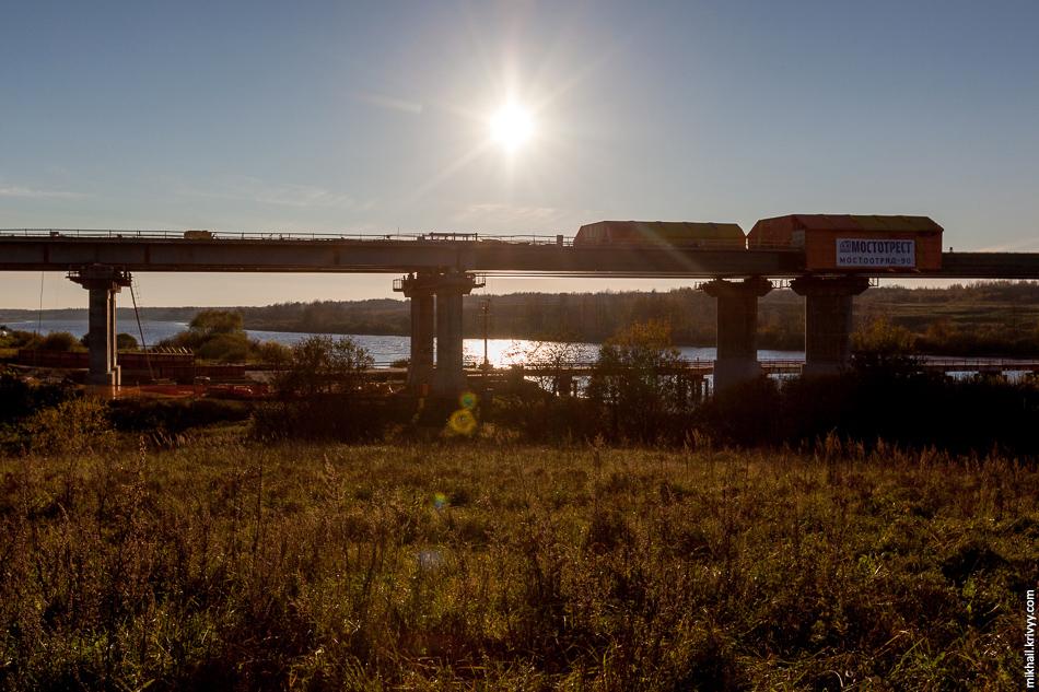 Агрегат непрерывного бетонирования на правом берегу.