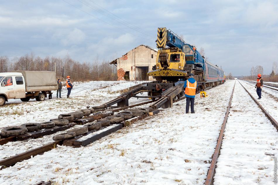 Основная роль отводилась крану восстановительного поезда. Шасси от танка Т-80, грузоподъемность — 80 тонн.