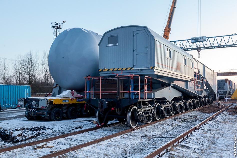 23. Железнодорожный транспортер и транспортер Cometto с корпусом ядерного реактора.