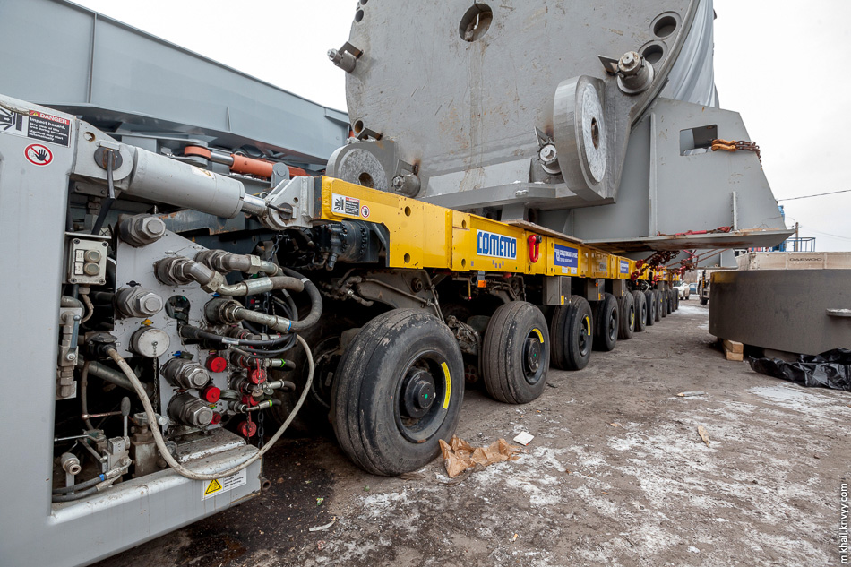29. Сочленение силовой установки и самоходных модулей транспортера Cometto.