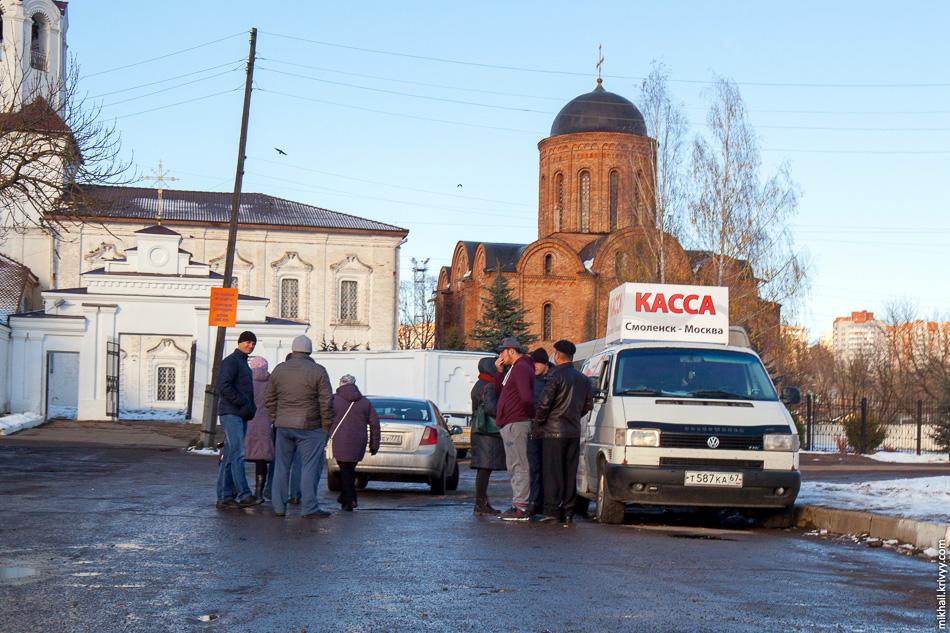 Говоря о междугородних автобусах нельзя не упомянуть мутных маршруточников до Москвы. Они себе даже генератор поставили.