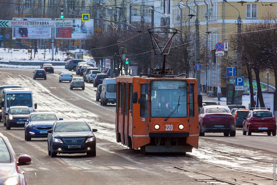 Трамвайный вагон №220 Усть-Катавского завода. Этот поновее, 1994 года выпуска. Проспект Гагарина.