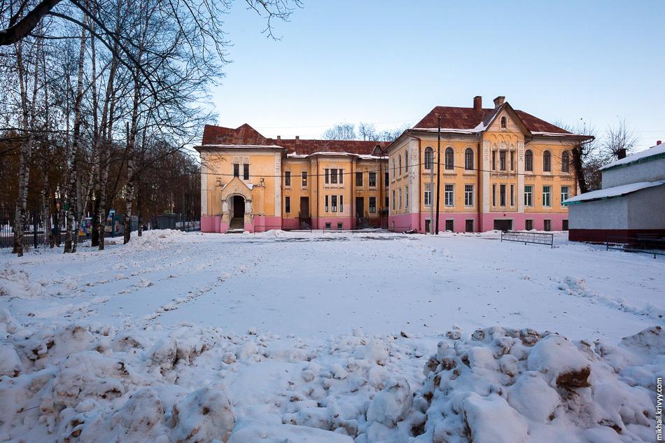 Родильное отделение второй клинической больницы. Здание возведено в конце XIX века. Памятник архитектуры.